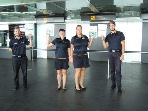 Guider fra BravoTours er parat til at modtage de rejsende