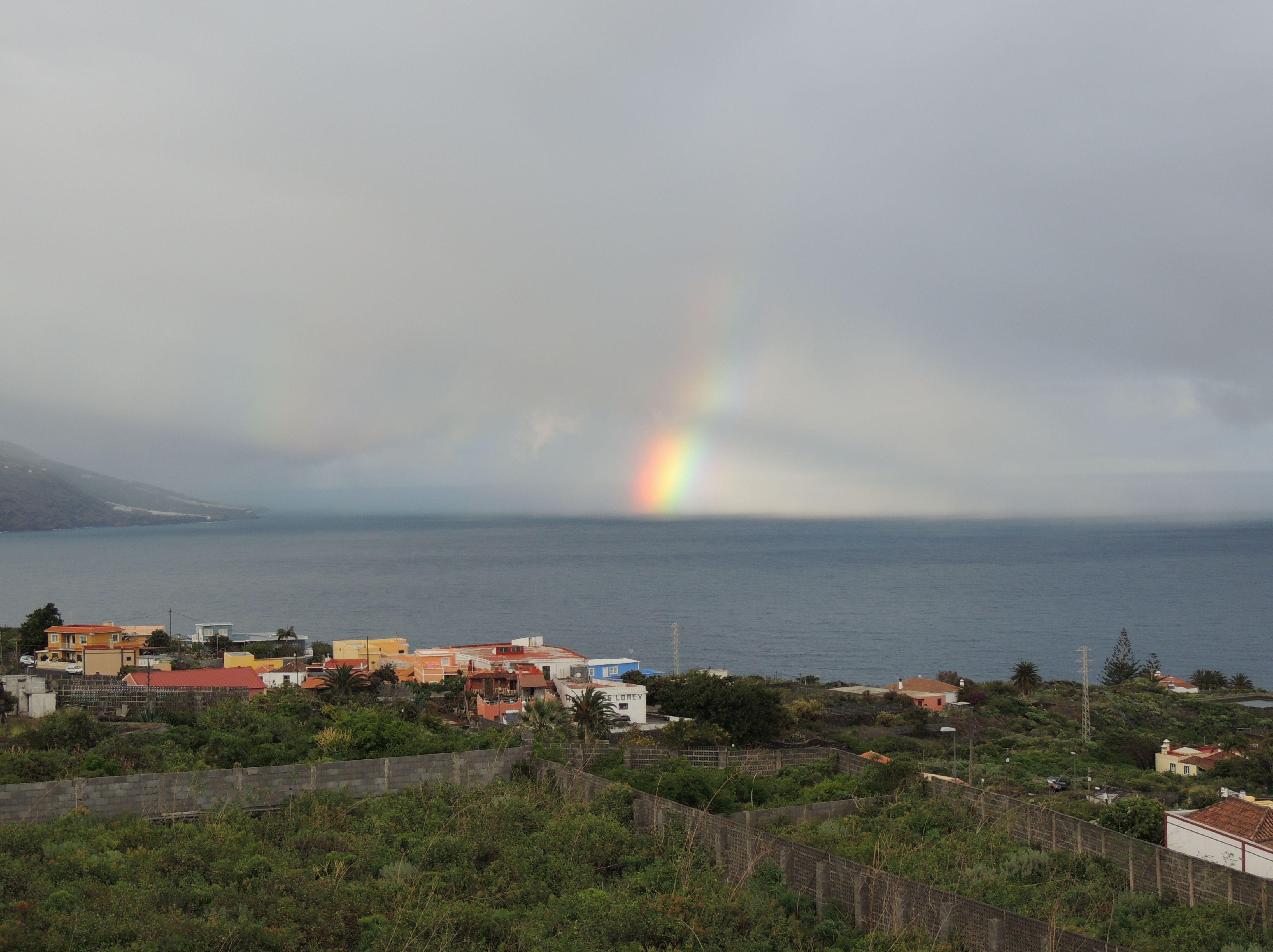 Regnbue ud for Santa Cruz de La Palma den 21. februar 2014