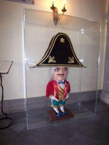 Figuren El Enano, der står pårådhuset i Santa Cruz