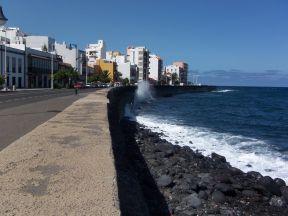 Dette syn langs havet og Av. Marítima er fantastisk..