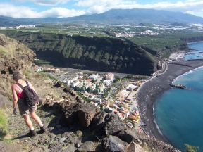 Byen Puerto de Tazacorte set fra en vandretur fra El Time